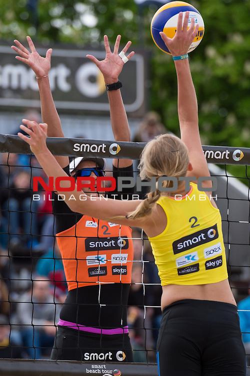 09.05.2015, Muenster, Schlossplatz<br /> smart beach tour, Supercup MŸnster / Muenster, Hauptfeld<br /> <br /> Block Ilka Semmler  - Angriff Lena Ottens<br /> <br />   Foto &copy; nordphoto / Kurth
