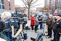 NOVA YORK, EUA, 29.11.2018 - DESABAMENTO-EUA - Vice-assistente do FDNY, Joseph Woznica atende jornalistas após  parte de uma edificação cair sobre um estacionamento desabou na rua W 135 no Harlem em Nova York nesta quinta-feira, 29. Uma pessoa ficou levemente ferida e encaminhada a um hospital da região. (Foto: William Volcov/Brazil Photo Press)