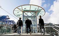 Nederland  Amsterdam 2016. Reizigers bij Station Sloterdijk. Liftschacht.<br />  Foto Berlinda van Dam / Hollandse Hoogte