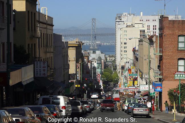 CROWDED SAN FRANCISCO STREET SCENE