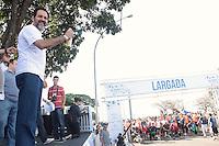BRASÍLIA, DF 21 DE ABRIL 2013. MARATONA DE BRASÍLIA - Governador Agnelo Queiroz durante a Maratona de Brasilia na manha deste domingo, 21.FOTO RONALDO BRANDÃO / BRAZIL PHOTO PRESS