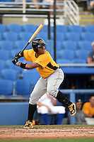 Bradenton Marauders first baseman Edwin Espinal (14) at bat during a game against the Dunedin Blue Jays on April 14, 2015 at Florida Auto Exchange Stadium in Dunedin, Florida.  Bradenton defeated Dunedin 7-1.  (Mike Janes/Four Seam Images)