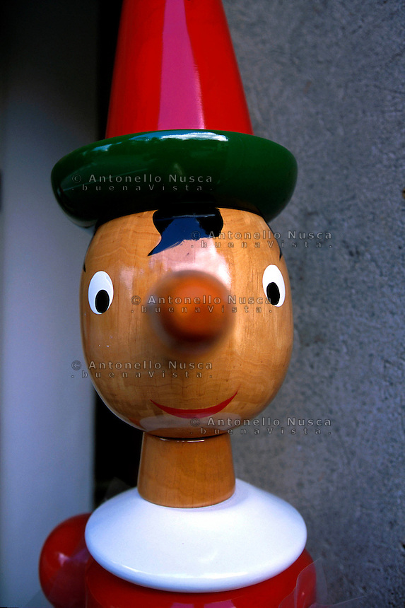 Statuetta in legno di Pinocchio esposte a Collodi.