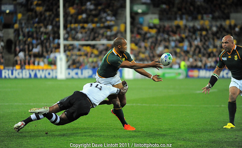 Springbok winger JP Pietersen passes to tryscorer Gurthro Steenkamp during the South Africa versus Fiji pool D match of the 2011 IRB Rugby World Cup at Wellington Regional Stadium, Wellington, New Zealand on Saturday, 17 September 2011. Photo: Dave Lintott / lintottphoto.co.nz