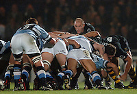 2005/06 Powergen Cup, London Wasps vs Cardiff Blues, Wasps Lawrence Dallaglio, looks over the scrum as he returns at No.8 for Wasps.  Causeway Stadium, Wycome, ENGLAND, 07.10.2005   © Peter Spurrier/Intersport Images - email images@intersport-images..   [Mandatory Credit, Peter Spurier/ Intersport Images].