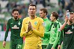 15.04.2018, Weser Stadion, Bremen, GER, 1.FBL, Werder Bremen vs RB Leibzig, im Bild<br /> <br /> Dank an die Fans nach dem Spiel <br /> Jiri Pavlenka (Werder Bremen #1)<br /> <br /> Foto &copy; nordphoto / Kokenge