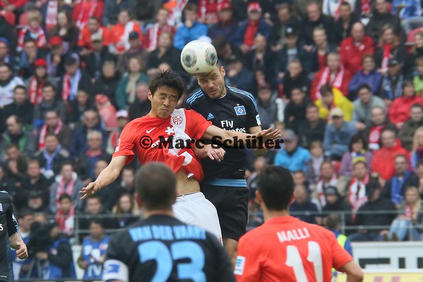 Heiko Westermann (HSV) gegen Ja-Cheol Koo (Mainz) - 1. FSV Mainz 05 vs. Hamburger SV, Coface Arena, 34. Spieltag