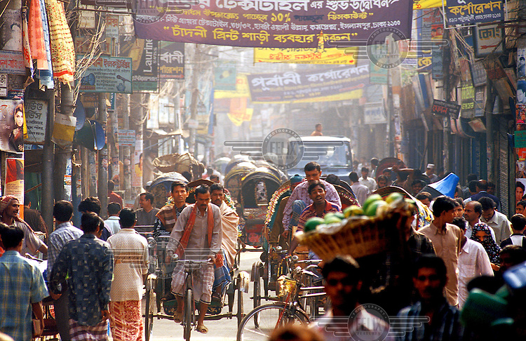 Bangladesh; Dhaka.  Jam-packed Hindu Street, the centre of Dhaka's Old City area.  Credit: Chris Stowers.