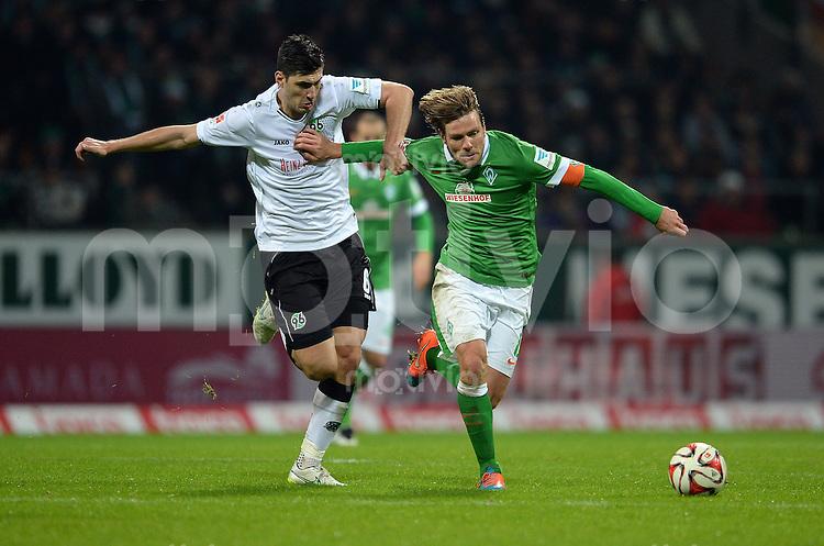 FUSSBALL   1. BUNDESLIGA   SAISON 2014/2015   15. SPIELTAG SV Werder Bremen - Hannover 96                         13.12.2014 Ceyhun Guelselam (li, Hannover 96) gegen Clemens Fritz (re, SV Werder Bremen)