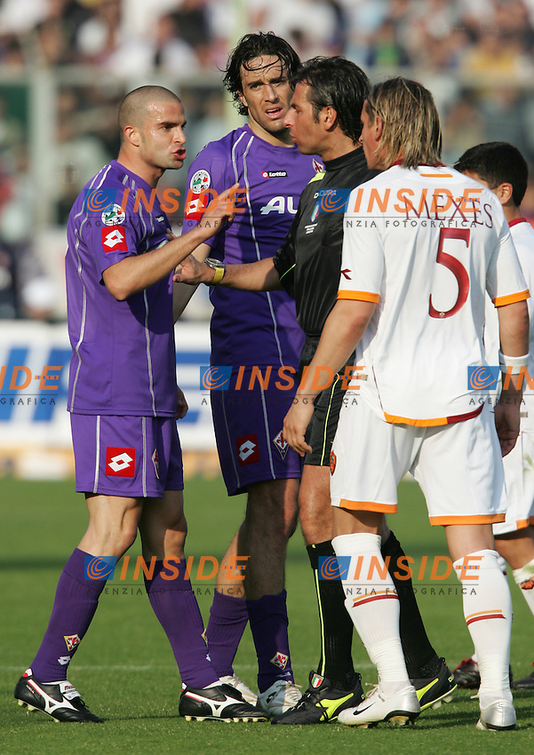 Philippe Mexes (Roma) argues with Manuele Blasi (Fiorentina)<br /> Discussione tra Mexes e Blasi separati dall'arbitro Paparesta<br /> Italian &quot;Serie A&quot; 2006-07 <br /> 18 Mar 2007 (Match Day 29) <br /> Fiorentina Roma (0-0) <br /> &quot;Artemio Franchi&quot; Stadium-Firenze-Italy <br /> Photographer Andrea Staccioli INSIDE