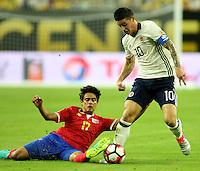 HOUSTON - UNITED STATES, 11-06-2016: James Rodriguez (Der) jugador de Colombia (COL) disputa el balón con Yeltsin Tejada (Izq) jugador de Costa Rica (CRC) durante partido del grupo A fecha 3 por la Copa América Centenario USA 2016 jugado en el estadio NRG en Houston, Texas, USA. /  James Rodriguez  (R) player of Colombia (COL) fights the ball with Yeltsin Tejada (L) player of Costa Rica (CRC) during match of the group A date 3 for the Copa América Centenario USA 2016 played at NRG stadium in Houston, Texas ,USA. Photo: VizzorImage/ Luis Alvarez /Str