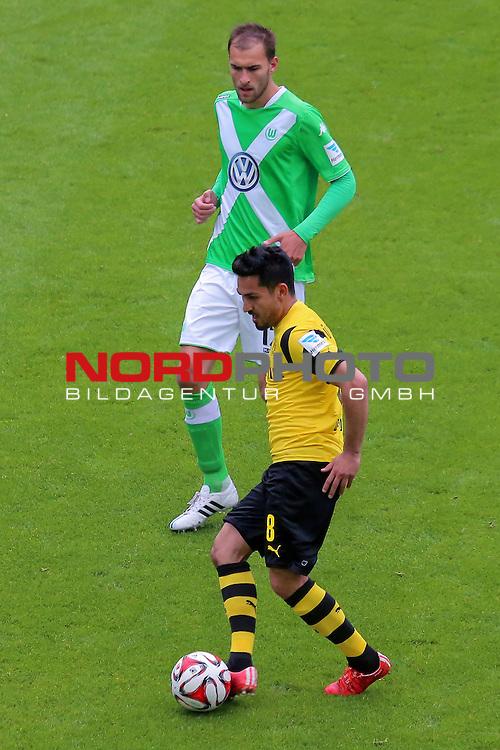 16.05.2015 Volkswagen Arena, Wolfsburg, GER, 1.FBL, VfL Wolfsburg vs Borussia Dortmund, im Bild <br /> <br /> Bas Dost #12 gegen Ilkay G&uuml;ndegan #8<br /> <br /> Foto &copy; nordphoto / Rust