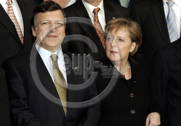 BRUSSELS - BELGIUM - 15 DECEMBER 2005 -- EU-Council meeting with Heads of States, summit hosted by the UK Presidency. --Jose Manuel BARROSO (L) the President of the EU-Commission with the German Chancellor Angela MERKEL.-- PHOTO: JUHA ROININEN / EUP-IMAGES