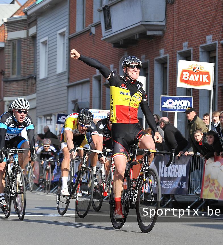 Vlaanderens Tweedaagse der Gaverstreek : Timothy Dupont wint de sprint in Deerlijk.foto VDB / BART VANDENBROUCKE