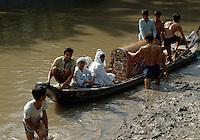 Beerdigung  bei Vinh Long im Mekongdelta, Vietnam