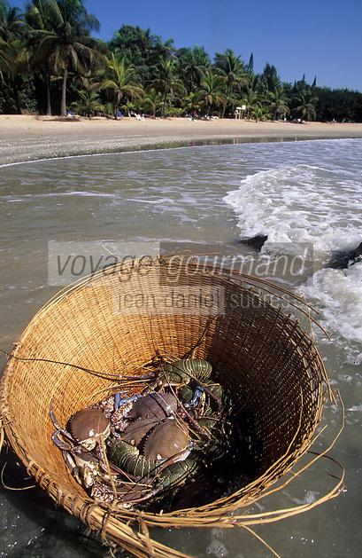 Afrique/Afrique de l'Ouest/Sénégal/Parc National de Basse-Casamance/Cap Skirring : Panier de langoustes et de crabes