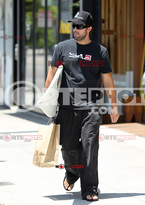Looking for the way to the beach? Brody Jenner spotted today leaving the Burton store on Melrose in West Hollywood with a brand new surfboard. Los Angeles, California on 2.8.2012..Credit: Correa/face to face.. /MediaPunch Inc. ***FOR USA ONLY*** ***Online Only for USA Weekly Print Magazines*** /NortePhoto.com<br />