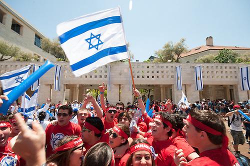 Jerusalem, 10 Mai 2011. Les Israeliens fetent le jour de la victoire contre les nazis (remembrance day), une fete nationale en Israel. Des jeunes du monde entiers participent aux rassemblements.