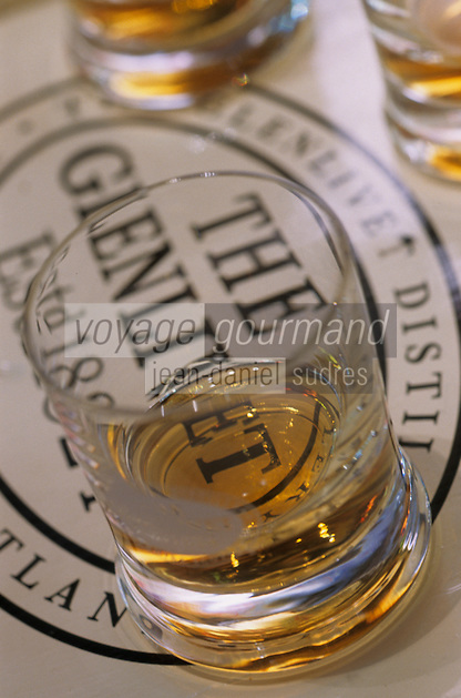 "Europe/Grande-Bretagne/Ecosse/Moray/Speyside/Dufftown : Distillerie ""The Glenlivet"" - Dégustation de whiskies Single Malt - Verres"