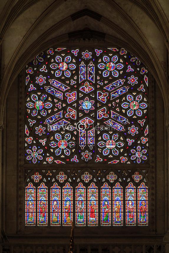 France, Orne (61), Sées, la cathédrale Notre-Dame, vitrail en rosace du transept nord // France, Orne, Sees, Notre Dame Cathedral, Rose Window of the North Transept
