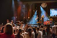 """SÃO PAULO, SP, 18.12.2018 - SHOW-SP - Rapaz é pedido em casamente durante show da Sandy """"Nos Voz Eles"""" no Credicard Hall em São Paulo, nesta terça-feira, 18 (Foto: Bruna Grassi/Brazil Photo Press)"""