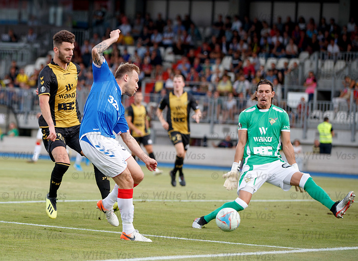 01.08.2019 Progres Niederkorn v Rangers: Scott Arfield beats the keeper and hits the post