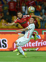 MEDELLÍN -COLOMBIA-08-04-2015. Hernan Hechalar (Izq) jugador de Independiente Medellín disputa el balón con Nicolas Carreño (Der) jugador de Patriotas FC durante partido por la fecha 14 de la Liga Águila I 2015 jugado en el estadio Atanasio Girardot de la ciudad de Medellín./ Hernan Hechalar (L) player of Independiente Medellin fights for the ball with Nicolas Carreño (R) player of Patriotas FC during the match for the  14th date of the Aguila League I 2015 at Atanasio Girardot stadium in Medellin city. Photo: VizzorImage/León Monsalve/STR