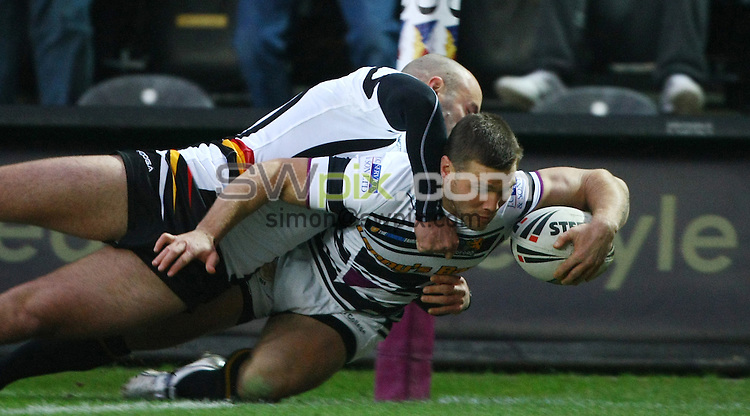 PICTURE BY VAUGHN RIDLEY/SWPIX.COM - Rugby League - Preseason Friendly - Hull FC v Bradford Bulls - KC Stadium, Hull FC, England - 29/01/12 - Hull FC's Kirk Yeaman scores a try.