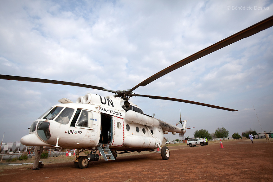 11 december 2010 - Riwoto, South Sudan - Mil Mi-8 helicopter. the UNMIS retrieves completed registration materials in Riwoto - Kapoeta North County, the day after registration for South Sudan's referendum closed. The referendum is scheduled to take place on January 9, 2010. Photo credit: Benedicte Desrus