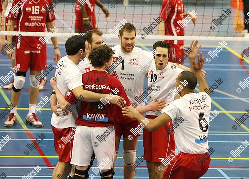 2009-12-12 / Seizoen 2009-2010 / Volleybal / Top Volley Precura Antwerpen - VC Euphony Asse-Lennik / Vreugde bij de spelers van Antwerpen..Foto: mpics