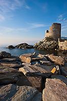 Europe/France/Corse/2B/Haute-Corse/Cap Corse/Brando: Tour génoise d'Erbalunga du XVIe siècle, à l'entrée du port