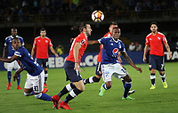 BOGOTÁ -COLOMBIA, 17-05-2018: Jair Palacios (Der.) de Millonarios de Colombia disputa el balón con Gaston Silva (Izq.) de Independiente  de Argentina durante partido por La Copa Conmebol Libertadores 2018 , grupo G ,fecha 5  ,jugado en el estadio Nemesio Camacho El Campín de la ciudad de Bogotá./ Jair Palacios (R) of Millonarios  of Colombia disputes the ball withGaston Silva( L) of Independiente of Argentina during match  by the Conmebol Libertadores Cup 2018, group G, date 5 ,played in Nemesio Camacho El Campín stadium of the Bogota  city. Photo: VizzorImage/ Felipe Caicedo / Staff