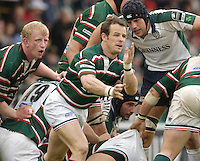 Leicester, ENGLAND.  Austin Healey, clears the ball, during the Guinness Premiership, Rugby, Semi-Final. Leicester Tigers vs London Irish, at Welford Road, 14.05.2006. © Peter Spurrier/Intersport-images.com,  / Mobile +44 [0] 7973 819 551 / email images@intersport-images.com.   [Mandatory Credit, Peter Spurier/ Intersport Images].14.05.2006
