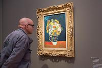 """Ausstellung """"Van Gogh. Stillleben"""" im Potdamer Museum Barberini.<br /> Die Ausstellung versammelt in einer repraesentativen Auswahl 27 Gemaelde. Von den in dunklen Erdtoenen gehaltenen Studien des Fruehwerks der Jahre 1881–1885 bis zu den in leuchtenden Farben gemalten Obst- und Blumenstillleben, die in den letzten Lebensjahren entstanden.<br /> Im Bild: Das Gemaelde """"Vase mit Zinnien"""".<br /> 24.10.2019, Potsdam<br /> Copyright: Christian-Ditsch.de<br /> [Inhaltsveraendernde Manipulation des Fotos nur nach ausdruecklicher Genehmigung des Fotografen. Vereinbarungen ueber Abtretung von Persoenlichkeitsrechten/Model Release der abgebildeten Person/Personen liegen nicht vor. NO MODEL RELEASE! Nur fuer Redaktionelle Zwecke. Don't publish without copyright Christian-Ditsch.de, Veroeffentlichung nur mit Fotografennennung, sowie gegen Honorar, MwSt. und Beleg. Konto: I N G - D i B a, IBAN DE58500105175400192269, BIC INGDDEFFXXX, Kontakt: post@christian-ditsch.de<br /> Bei der Bearbeitung der Dateiinformationen darf die Urheberkennzeichnung in den EXIF- und  IPTC-Daten nicht entfernt werden, diese sind in digitalen Medien nach §95c UrhG rechtlich geschuetzt. Der Urhebervermerk wird gemaess §13 UrhG verlangt.]"""
