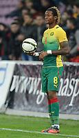 FUSSBALL   INTERNATIONAL   Testspiel    Albanien - Kamerun       14.11.2012 Gaetan Bong (Kamerun) mit Ball