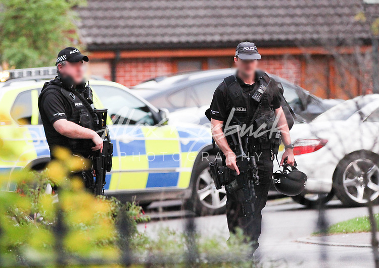 Police execute a search warrant at an address in Moorgate, Rotherham, on Thursday night supported by armed officers.<br /> <br /> 11th July 2014