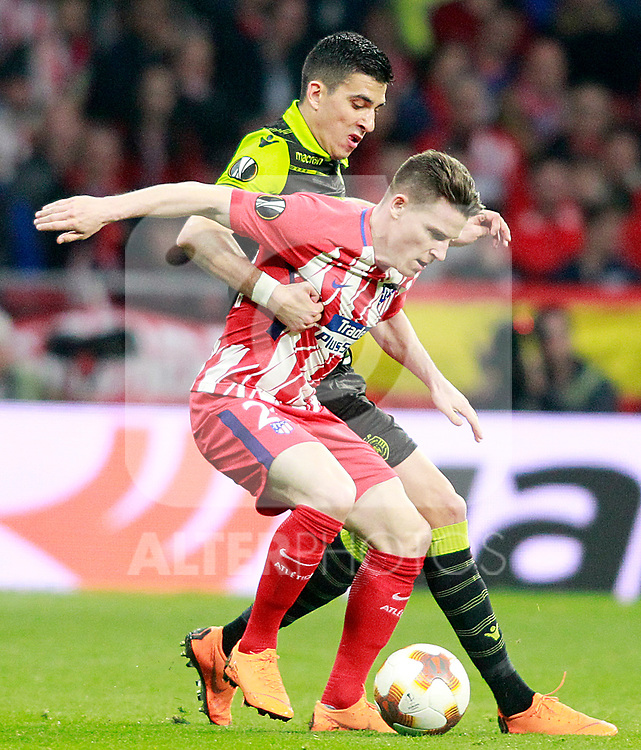 Atletico de Madrid's Kevin Gameiro (r) and Sporting Clube de Portugal's Rodrigo Battaglia during Europa League Quarter-finals, 1st leg. April 5,2018. (ALTERPHOTOS/Acero)