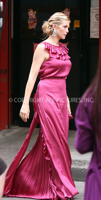 "WWW.ACEPIXS.COM . . . . .  ....August 12 2009, New York City....Actress Kelly Rutherford on the set of the TV show ""Gossip Girl"" in Manhattan on August 12, 2009 in New York City.....Please byline: AJ Sokalner - ACEPIXS.COM..... *** ***..Ace Pictures, Inc:  ..tel: (212) 243 8787..e-mail: info@acepixs.com..web: http://www.acepixs.com"