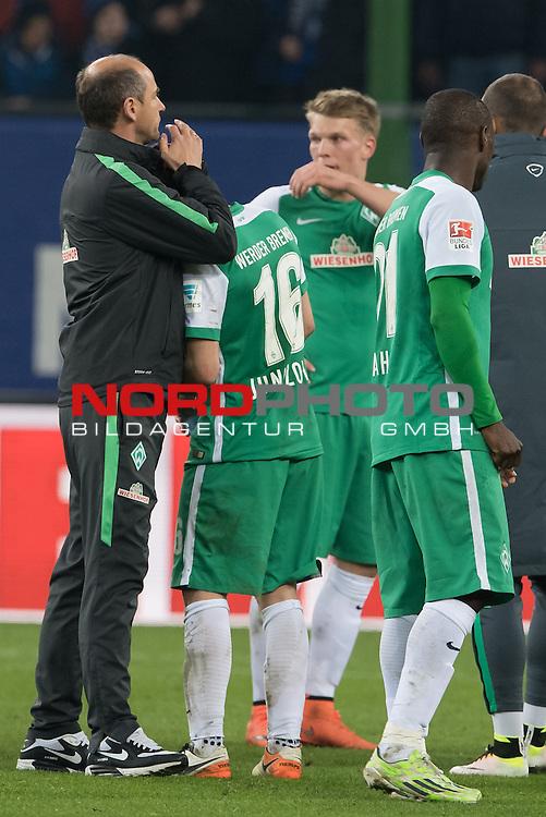 23.04.2016, Volksparkstadion, Hamburg, GER, 1.FBL. Hamburger SV vs Werder Bremen , im Bild<br /> <br /> entt&auml;uscht / enttaeuscht / traurig /<br /> Viktor Skripnik (Trainer Werder Bremen) <br /> Zlatko Junuzovic (Bremen #16)<br /> <br /> <br /> Foto &copy; nordphoto / Kokenge