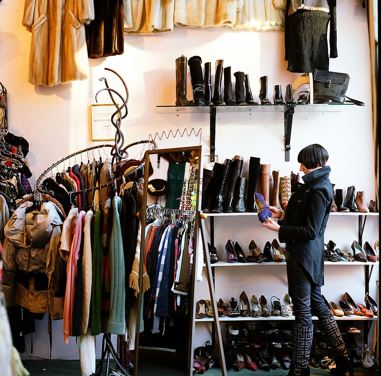Le Frock in the Capitol Hill area of Seattle, Washington specializes in used, vintage and consigned women's and men's fashion including clothes, shoes and accessories