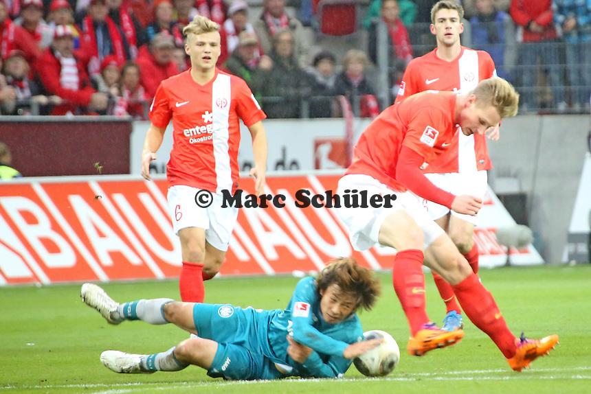 Sebastian Polter (Mainz) gegen Takashi Inui (Eintracht) - 1. FSV Mainz 05 vs. Eintracht Frankfurt, Coface Arena, 12. Spieltag