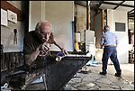 Gino Bormioli, maestro vetraio all'opera alla fornace del Museo del Vetro di Altare (SV) nell'ambito del Glass Fest 2014