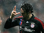 Bayern Munich's Luca Toni celebrates during UEFA Cup match, April 03, 2008. (ALTERPHOTOS/Alvaro Hernandez)