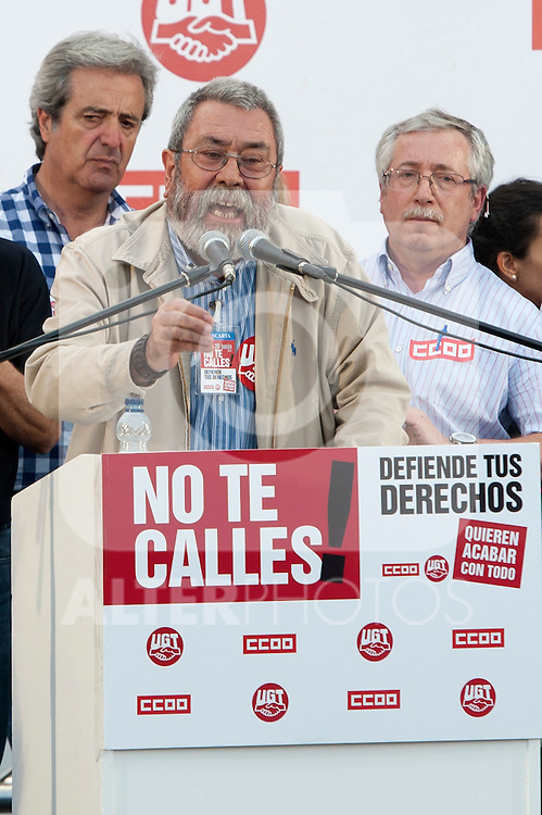 Expression of the Spanish trade unions against cuts and closures of public services.Candido Mendez, Secretary general of UGT of Spain during the union rally after demonstration in presence of the secretary general of CC.OO of Spain Ignacio Fernandez Toxo (r)..(Alterphotos/Ricky)