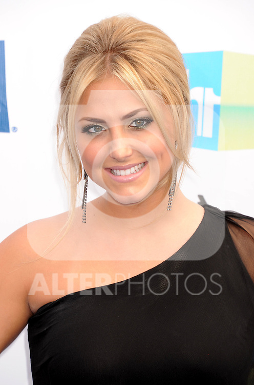 SANTA MONICA, CA - AUGUST 19: Cassie Scerbo arrives at the 2012 Do Something Awards at Barker Hangar on August 19, 2012 in Santa Monica, California. /NortePhoto.com....**CREDITO*OBLIGATORIO** ..*No*Venta*A*Terceros*..*No*Sale*So*third*..*** No Se Permite Hacer Archivo**