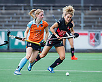 AMSTELVEEN  -  Maria Verschoor (A'dam) met Fieke Hoff (Gro)    Hoofdklasse hockey dames ,competitie, dames, Amsterdam-Groningen (9-0) .     COPYRIGHT KOEN SUYK