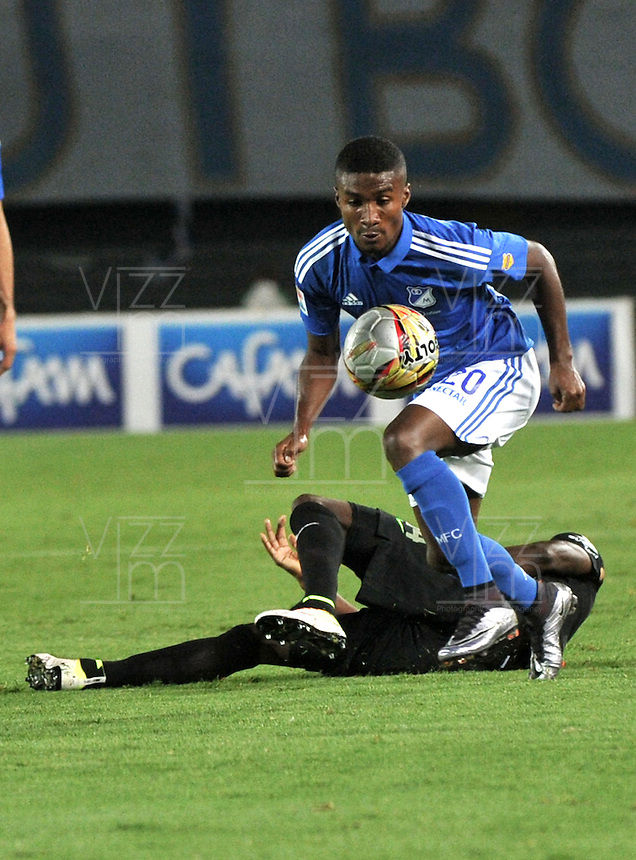 BOGOTA - COLOMBIA -31 - 03 - 2016: Hector Quiñonez (Der.) jugador de Millonarios disputa el balón con Victor Ibarbo (Izq.) jugador de Atletico Nacional, durante partido aplazado de la fecha 9 entre Millonarios y Atletico Nacional, de la Liga Aguila I-2016, jugado en el estadio Nemesio Camacho El Campin de la ciudad de Bogota.   / Hector Quiñonez (R) player of Millonarios vies for the ball with Victor Ibarbo (L) player of Atletico Nacional, during a postponed match between Millonarios and Atletico Nacional, for the date 9 of the Liga Aguila I-2016 at the Nemesio Camacho El Campin Stadium in Bogota city, Photo: VizzorImage / Luis Ramirez / Staff.