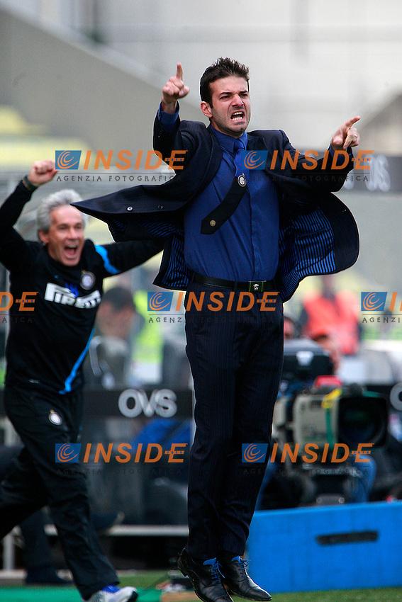 """Esultanza di Andrea Stramaccioni Inter .Goal celebration.Udine 25/04/2012 Stadio """"Friuli"""".Football / Calcio Serie A 2011/12 Udinese vs Inter.Foto Insidefoto Paolo Nucci."""