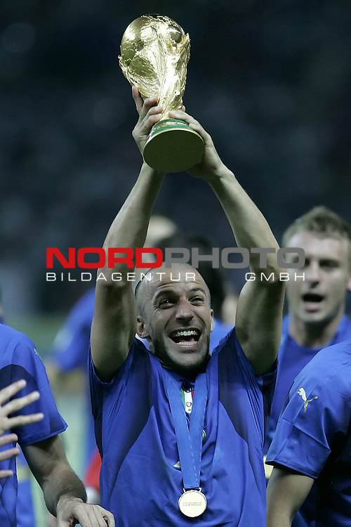 FIFA WM 2006 - Final / Finale<br /> Play #64 (09-Jul) - Italy vs France.<br /> <br /> DEL PIERO Alessandro<br /> <br /> Italy is World Champion / Weltmeister 2006 mit dem Pokal / Trophy after the match of the World Cup in Berlin.<br /> <br /> <br /> Foto &copy; nordphoto