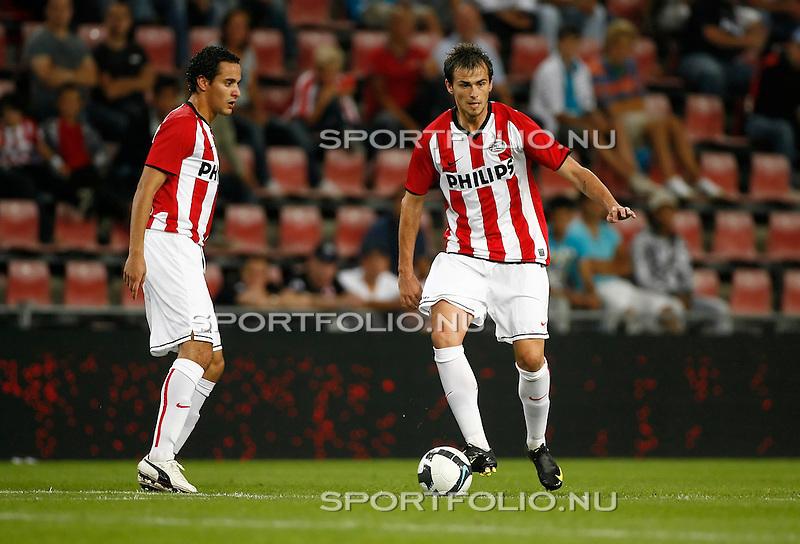 Nederland, Eindhoven, 27 augustus 2009 .PSV-FC Bnei-Yehuda Tel-Aviv (1-0) .Danko Lazovic (r) van PSV in actie met bal. V.l.n.r.: Otman Bakkal en Lazovic